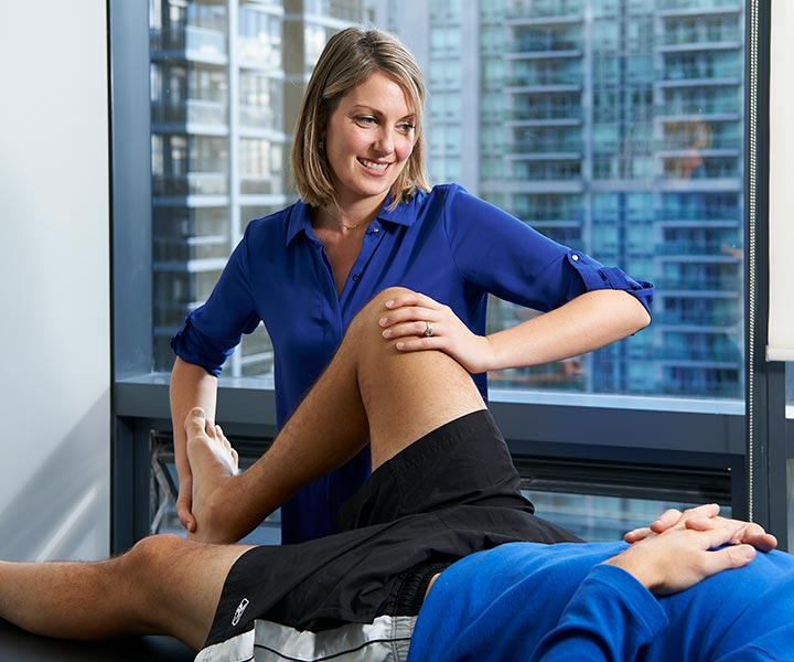 Physiotherapist Courtney Steele performing advanced manual therapy on a patients right knee